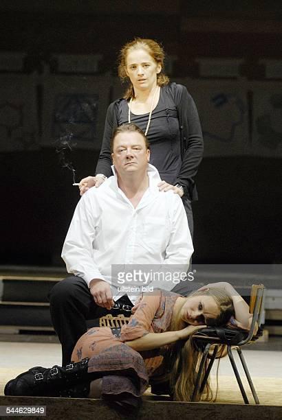 Deutschland Berlin Ort Maxim Gorki Theater Berlin Titel Baumeister Solness Autor Henrik Ibsen Regie Armin Petras Buehne Kostueme Susanne Schuboth...