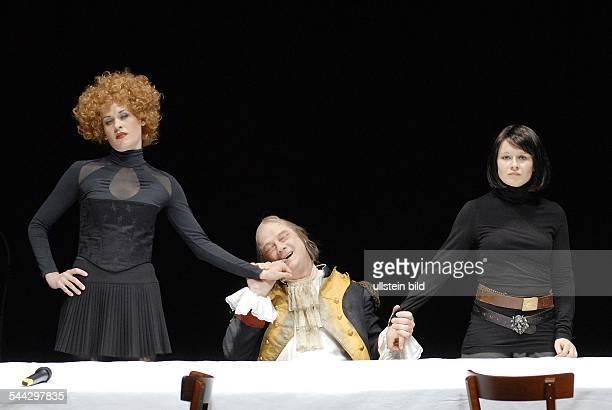 Maxim Gorki Theater Berlin Titel Die Gottlosen Autor Paul Claudel Regie Stefan Bachmann Buehne Michael Simon Kostueme Annabelle Witt Premiere 30...