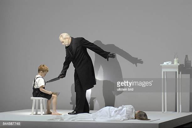 """Deutschland, Berlin - Ort: Staatsoper Berlin. Titel: Prologue """"Deafman Glance"""" & Erwartung. Regie, Buehne, Licht: Robert Wilson. Musikal. Leitung:..."""