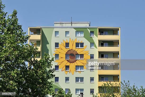 Deutschland Berlin Plattenbau in der Zossener Straße in Hellersdorf