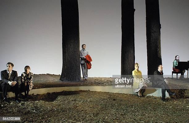 Deutschland, Berlin, Schaubuehne: Szene aus dem Theaterstück: Eldorado. Autor: Marius von Mayenburg. Regie: Thomas Ostermeier. Buehne: Jan...