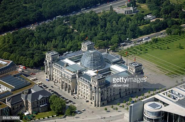 Deutschland, Berlin Tiergarten : das Reichstagsgebaeude- Luftaufnahme