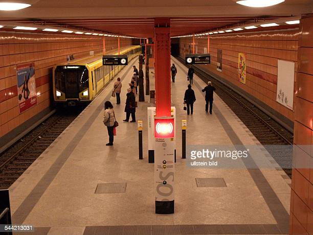 Deutschland Berlin UBahnhof Schillingstraße Bahnsteig
