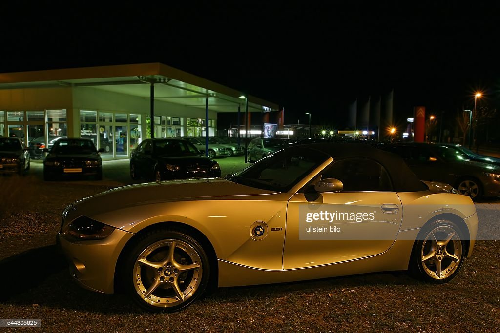Deutschland Bmw Cabrio Sportwagen Auf Dem Gelaende Eines Autohauses
