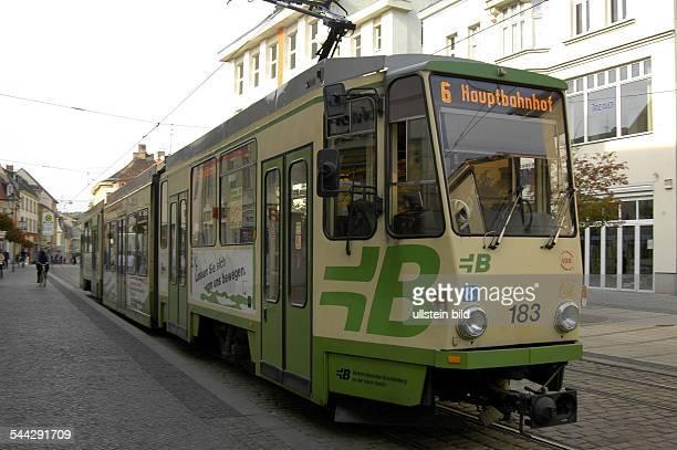 Deutschland Brandenburg / Havel Hauptstraße Straßenbahn in der Fußgängerzone