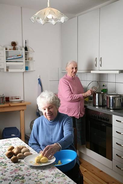 Deutschland Brandenburg Potsdam Senioren Wg Beim Gemeinsamen