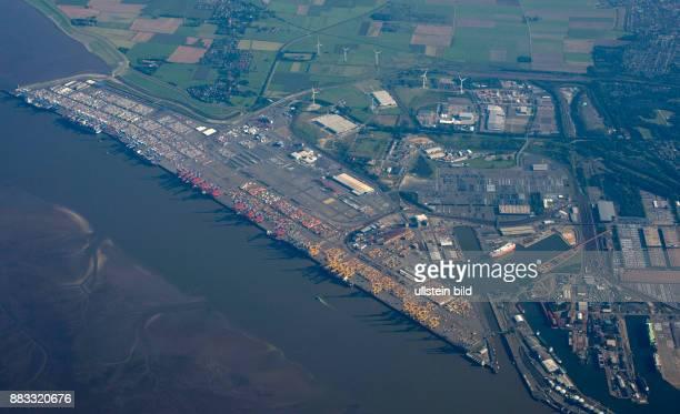 Deutschland Bremen Bremerhaven Luftaufnahme vom Containerterminal in Bremerhaven nur drei Schiffe liegen am Kai