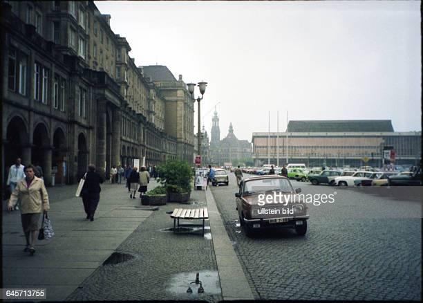 Deutschland / DDR Wendezeit 1990 / 1991 Dresden Altmarkt