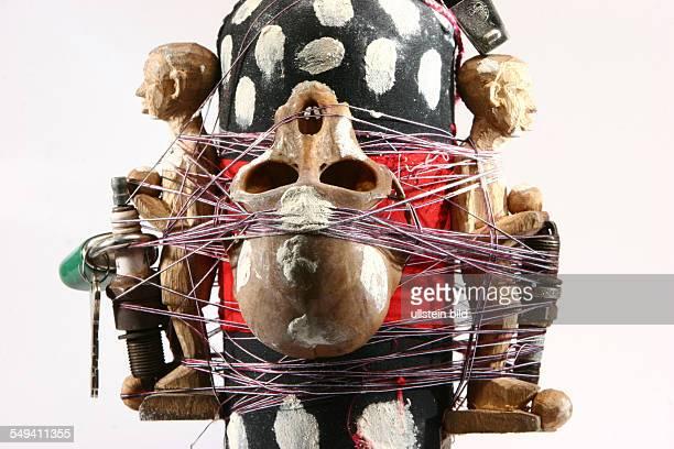 DEU Deutschland Essen Fussballfetischaltar aus Togo im Soul of Africa Museum Detailbild des Altar