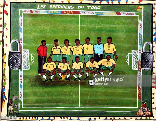 DEU Deutschland Essen Fussballfetischaltar aus Togo im Soul of Africa Museum Detailbild des Altar die Togolesische Nationalmannschaft in Oel