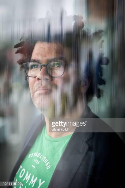 DEU Deutschland Germany Berlin Porträt von Ijoma Alexander Mangold Literaturkritiker und Author