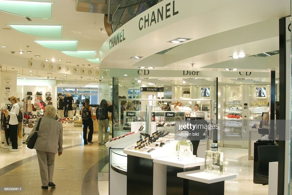 Chanel Berlin berlin kosmetikabteilung im kaufhaus lafayette pictures getty images