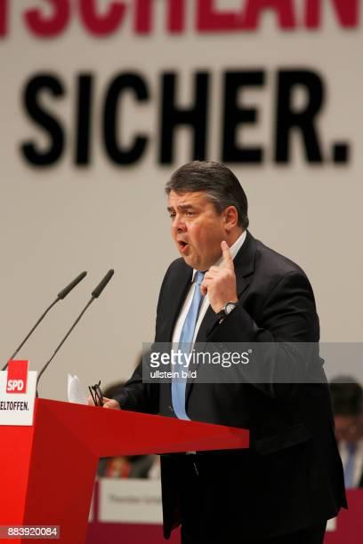 Deutschland Germany Europa Politik Politic Perönlichkeit portraet Porträt Politiker SPD Sozialdemokraten Berlin Cube Messe parteitag 2015...