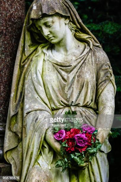 Deutschland Germany Friedhof cemetry Statur Skulptur Anmut Kunst Grab Gräber Anmut Ruhe Hauptfriedhof Frankfurt