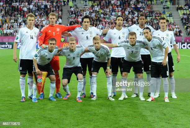 FUSSBALL EUROPAMEISTERSCHAFT Deutschland Griechenland Teamfoto Deutschland hintere Reihe von links Holger Badstuber Torwart Manuel Neuer Mats Hummels...