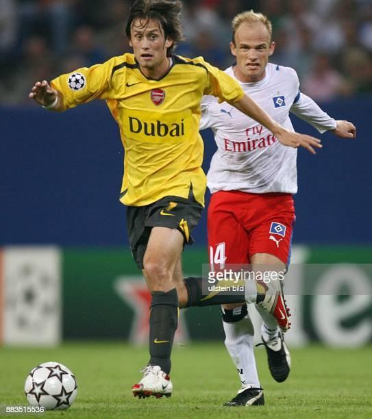 Champions League Saison 2006/2007 Hamburger SV FC Arsenal 12 Arsenals Tomas Rosicky im Zweikampf gegen David Jarolim