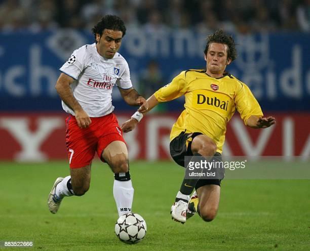 Champions League Saison 2006/2007 Hamburger SV FC Arsenal 12 Arsenals Tomas Rosicky im Zweikampf gegen Mehdi Mahdavikia