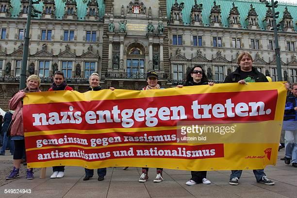 Demonstration auf dem Rathausplatz gegen einen Naziaufmarsch im Stadtteil Wandsbek