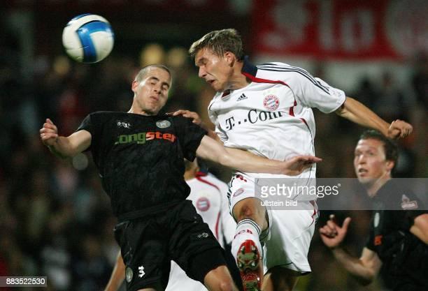 DFBPokal Saison 2006/2007 FC St Pauli FC Bayern München 12 nach Verlängerung St Paulis Ian Paul Joy im Zweikampf gegen Lukas Podolski
