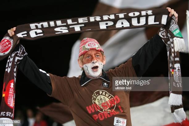 DFBPokal Saison 2006/2007 FC St Pauli FC Bayern München 12 nach Verlängerung Fan von St Pauli mit Schal