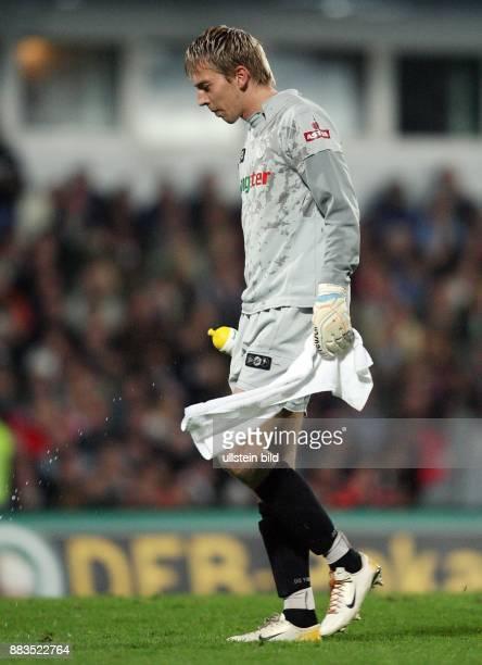 DFBPokal Saison 2006/2007 FC St Pauli FC Bayern München 12 nach Verlängerung St Paulis Torhüter Patrik Borger ist enttäuscht