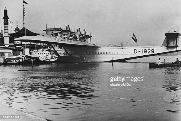 Deutschland Hamburg Flugschiff Dornier DoX auf der Aussenalster vor dem Lokal Alsterlust während der Besichtigungsmöglichkeit vom 1 bis 25 August 1932