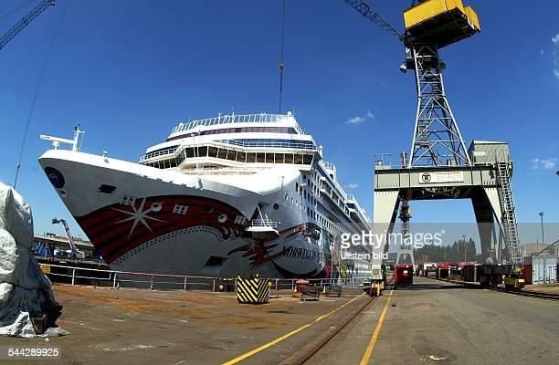 Luxusliner Norwegian Jewel im Dock 17 der Reederei Blohm und Voss Der 29413 Meter lange2 Meter breite und knapp 59 Meter hohe Kreuzfahrer ist das...
