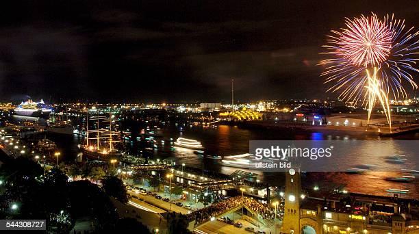 Luxusliner Queen Mary 2 verlaesst den Hamburger Hafen