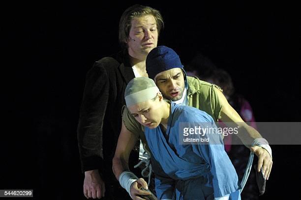 """Deutschland, Hamburg: Theaterstück """"Der kaukasische Kreidekreis"""" von Bertolt Brecht, Mitarbeit: Ruth Berlau, Regie: Jacqueline Kornmüller, Premiere:..."""