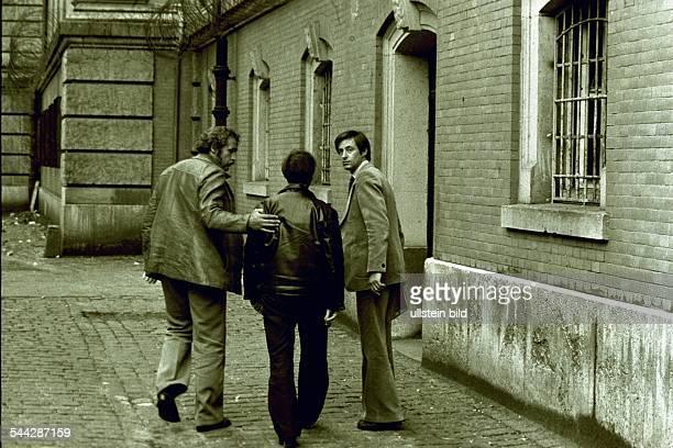 Deutschland Hamburg Verbrechen Fritz Honka vierfacher Frauenmörder wird ins Strafjustizgebäude geführt 1975