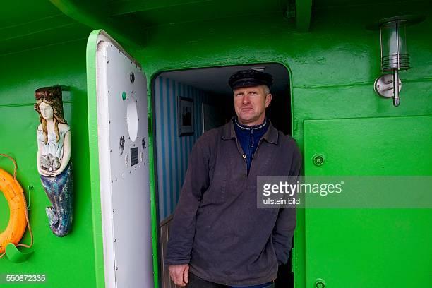 Deutschland, Hohengöhren, 1.2.12.2013, Hausboot an Land, Fischer Gernot Quaschny. Nach dem Bruch des Elbdeichs bei Fischbeck wurden sein Haus sowie...