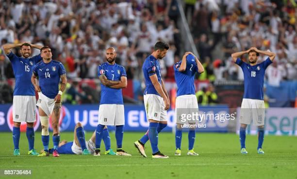 FUSSBALL Deutschland Italien Andrea Barzagli Stefano Sturaro Simone Zaza Graziano Pelle Mattia De Scoglio und Marco Parolo sind enttaeuscht