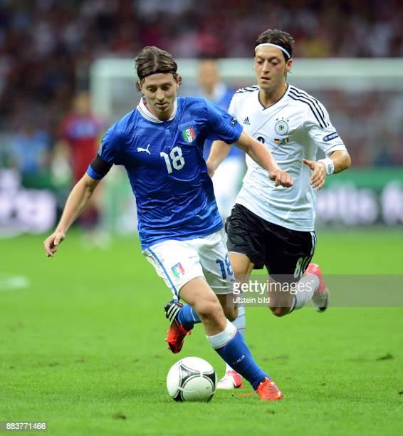 FUSSBALL EUROPAMEISTERSCHAFT Deutschland Italien Riccardo Montolivo gegen Mesut Oezil
