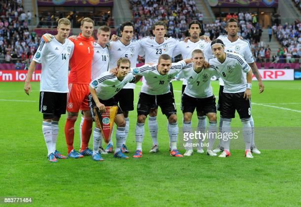 FUSSBALL EUROPAMEISTERSCHAFT Deutschland Italien Teamphoto Deutschland hintere Reihe von links Holger Badstuber Torwart Manuel Neuer Toni Kroos Mats...