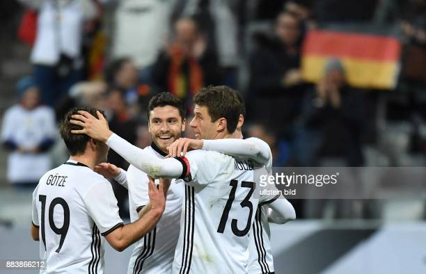 Deutschland - Italien Torjubel nach dem 3:0: Mario Goetze, Shkodran Mustafi und Thomas Mueller