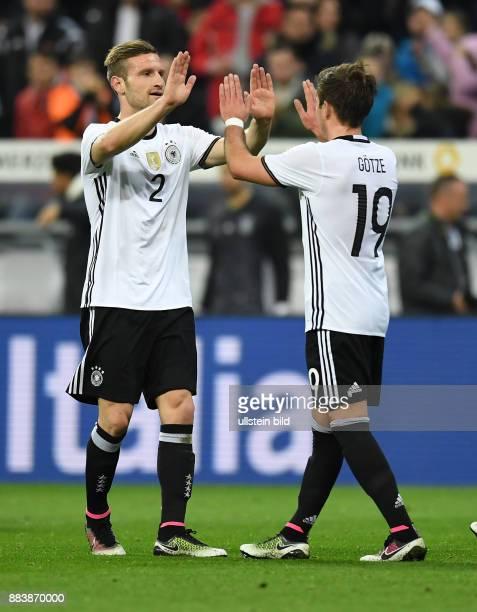 FUSSBALL Deutschland Italien 0 Shkodran Mustafi und Mario Goetze