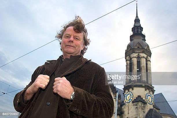 Deutschland Leipzig Siegbert Schefke deutscher Journalist auf dem Tröndlinring wo am 9Oktober 1989 die 70 000 Demonstranten entlang zogen vom Turm...