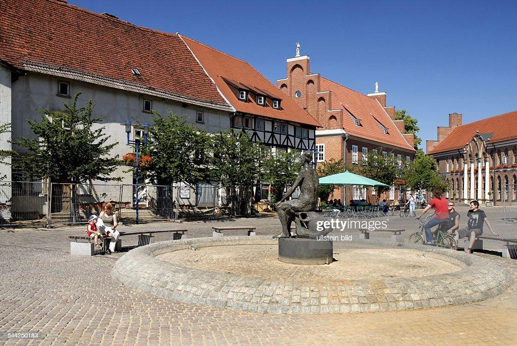 Deutschland, Mecklenburg Vorpommern, Parchim   Brunnen Im Stadtzentrum