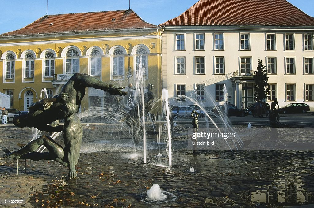 Rostock: Brunnen Der Lebensfreude