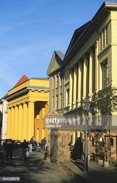 Deutschland MecklenburgVorpommern Rostock Universitaetsgebaeude am Klosterhof Fachbereich Biologie und Institut fuer Zoologie