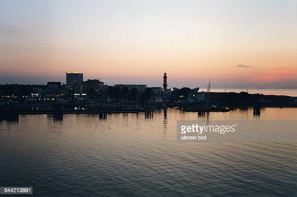 Deutschland MecklenburgVorpommern RostockWarnemuende im Abendlicht