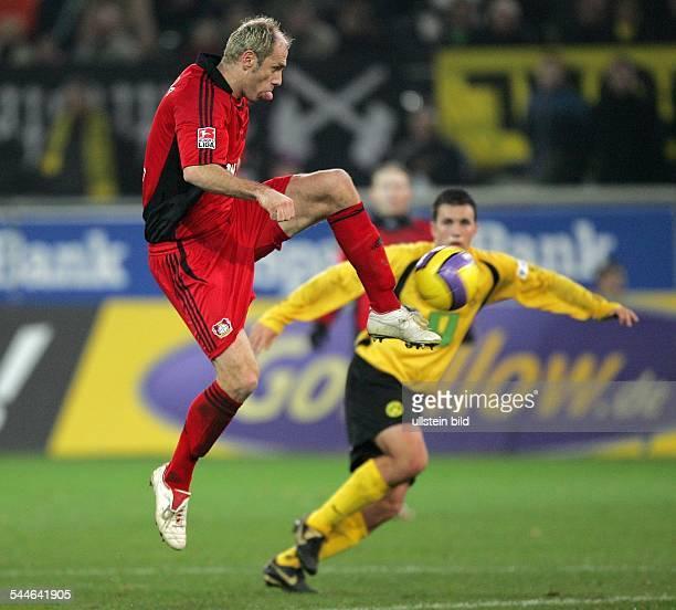 Deutschland, Nordrhein-Westfalen, Dortmund: Bundesliga, Saison 2006/2007, Borussia Dortmund - Bayer 04 Leverkusen 1:2 - Leverkusens Sergej Barbarez...