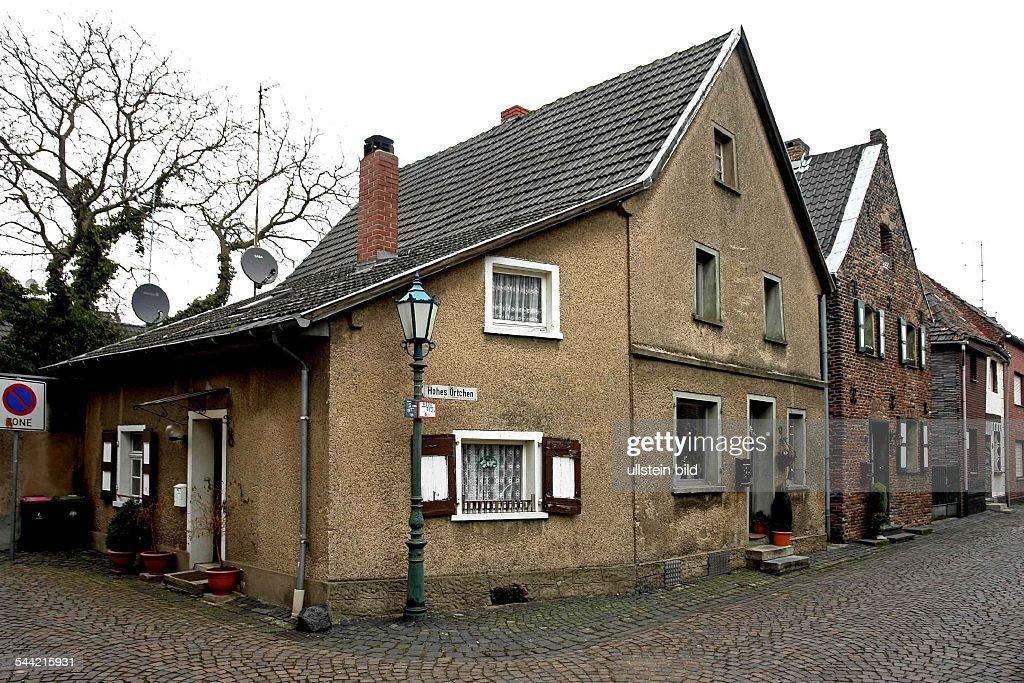 Deutschland NordrheinWestfalen Zons Altes Renovierungsbeduerftiges Wohnhaus  Am Niederrhein