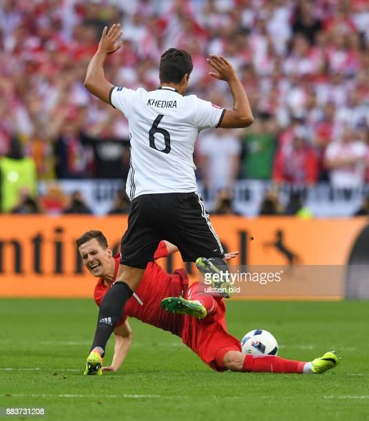 FUSSBALL Deutschland Polen Arkadiusz Milik gegen Sami Khedira