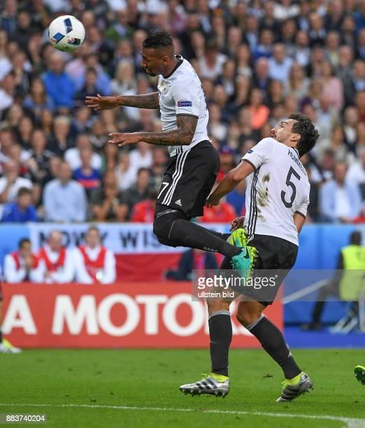 FUSSBALL Deutschland Polen Jerome Boateng und Mats Hummels sichern