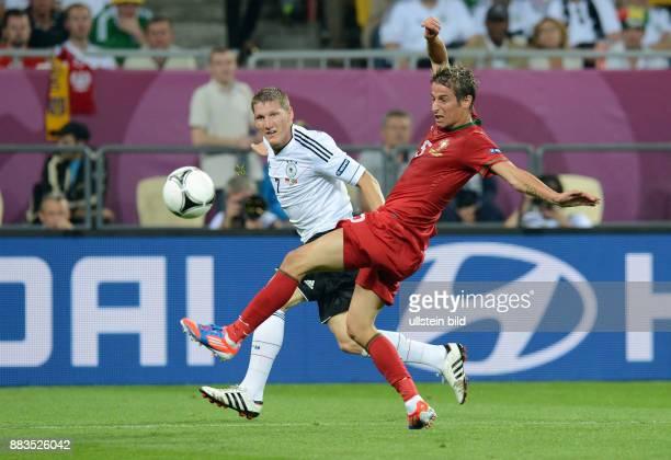 FUSSBALL EUROPAMEISTERSCHAFT Deutschland Portugal Bastian Schweinsteiger gegen Fabio Coentrao