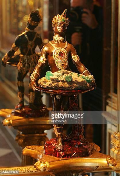 Deutschland Sachsen Dresden das historischeGrüne Gewölbe im Residenzschloss die figürlicheDarstellung eines Mohren im Juwelenzimmer