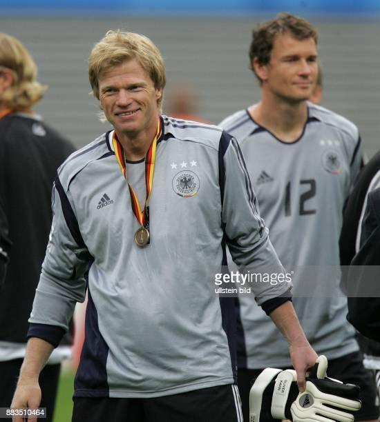 Deutschland Sachsen Leipzig FIFA KonföderationenPokal 2005 Spiel um Platz 3 DeutschlandMexiko 43 nach Verlängerung Torhüter Oliver Kahn mit seiner...