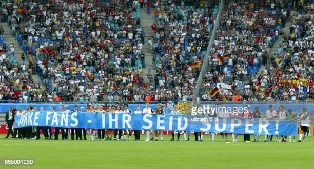 Deutschland Sachsen Leipzig FIFA KonföderationenPokal 2005 Spiel um Platz 3 DeutschlandMexiko 43 nach Verlängerung Spieler der deutschen Mannschaft...