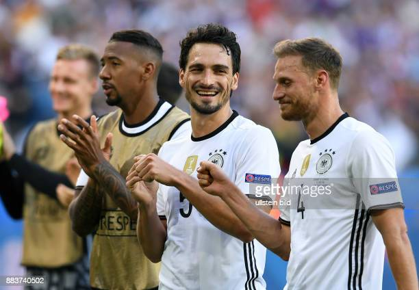 FUSSBALL Deutschland Slowakei Jerome Boateng Mats Hummels und Benedikt Hoewedes nach dem Abpfiff